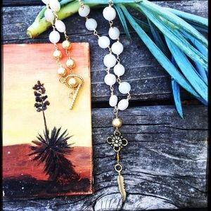 Jewelry - White stone feather drop necklace